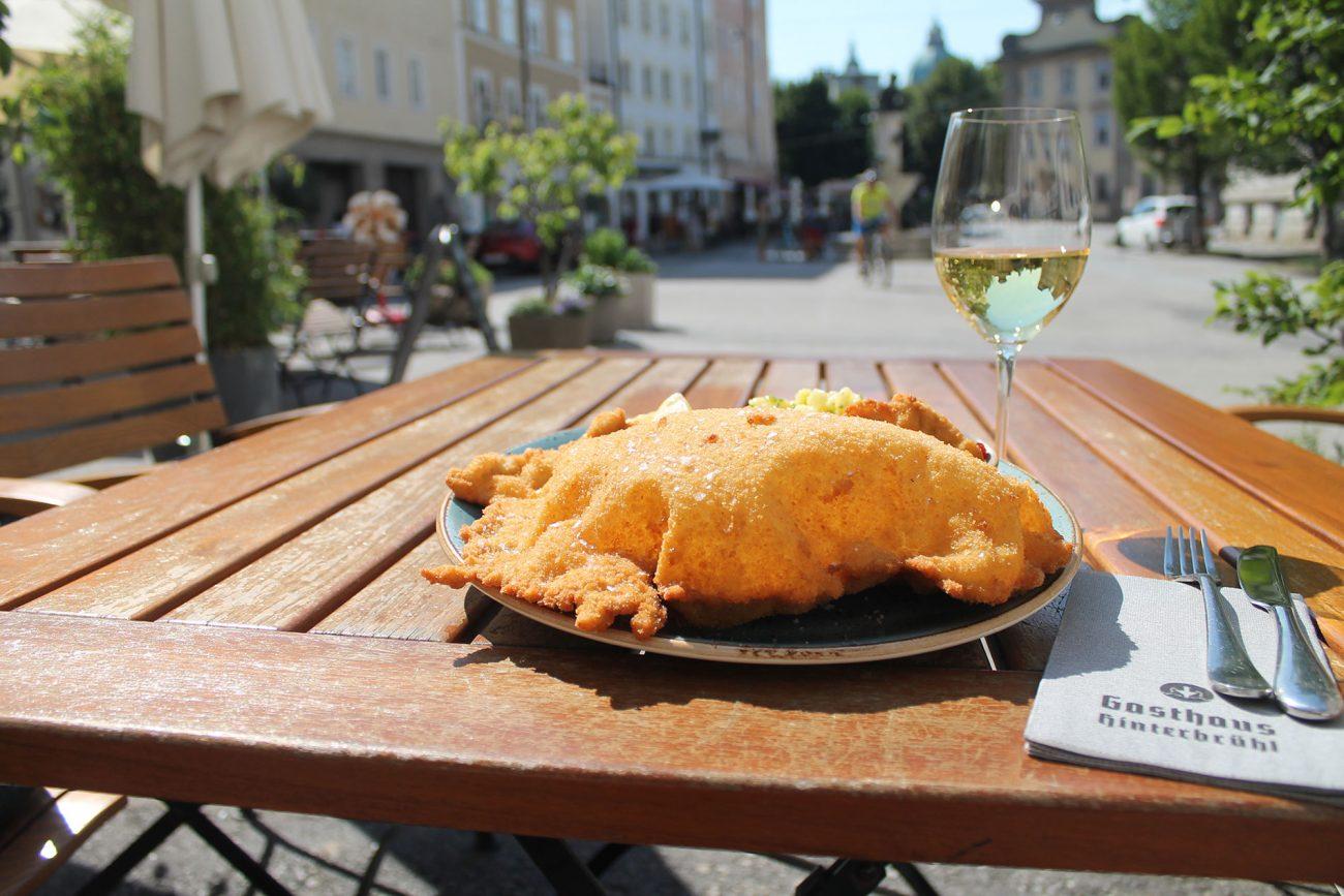 Salzburg Guide Eat & Drink - Gasthof Hinterbrühl - Wienerschnitzel